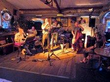 Satin Doll Quintett spielt Cool Jazz am heißen Sommerabend