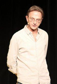 """Fritz Eckenga bedient schmunzelnde Klosterkirche """"von vorn"""""""